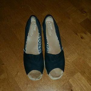 TOMS Shoes - Black Tom wedges