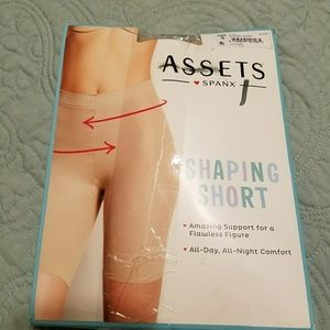 ASSETS by Sara Blakely Other - Assets by Spanx shaping short nude xl