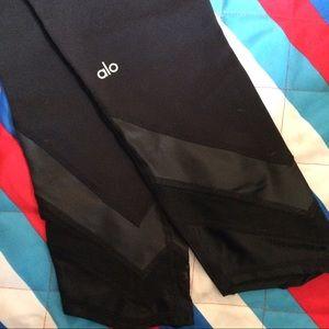 ALO Yoga Pants - ALO Yoga Capri