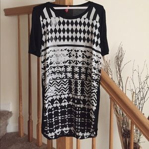 Eight Sixty Dresses & Skirts - Black and white patterned shirt dress
