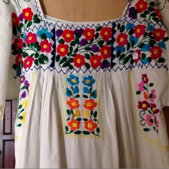Vintage embroidered white mexican maxi dress