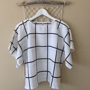 Black and White Top. Size Small.