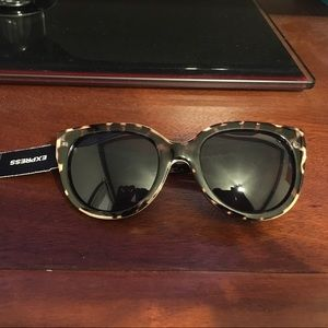 Express Accessories - NWT. EXPRESS SUNGLASSES