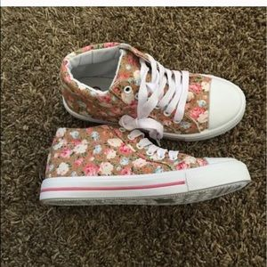 Girls high top lace up floral sneakers. NIB