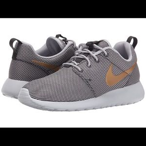 Nike Shoes - NIKE WOMEN ROSHE ONE Wolf Grey sz8.5 FINAL PRICE