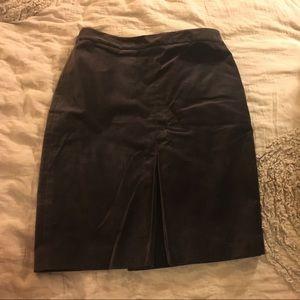 Boden Dresses & Skirts - BEAUTIFUL VELVET PENCIL SKIRT 😍