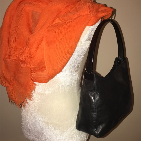 8eb874eb05 Vintage Prada Shoulder Bag. M 58fe8a2fb4188e290a0026b5