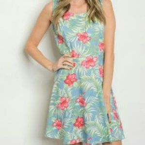 Dresses & Skirts - 🎆SALE🎆 On trend Floral dress!