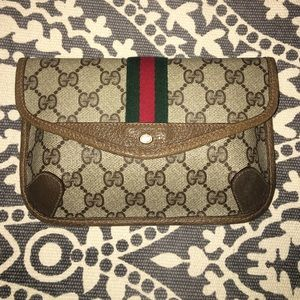 37b89d4b6 Gucci Bags - ***SOLD ON TRADESY*** Vintage Gucci Wallet Clutch