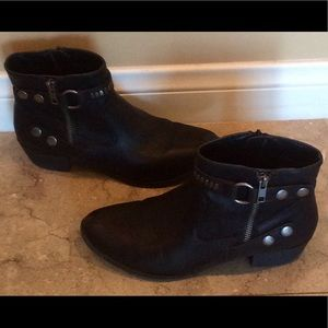 a.n.a Black leather ankle boots very cute sz 71/2