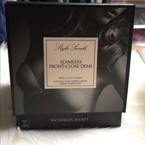 Victoria's Secret Other - Victoria's Secret Seamless Front-Close Demi