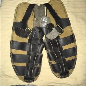 Bass Shoes - Euc. Bass sandals size 8M