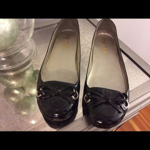 me too Shoes - Black patent leather flats