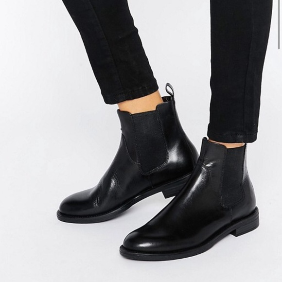 watch 6f7fa 37d40 Urban Outfitters Vagabond Chelsea Boots