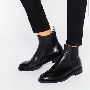 Urban Outfitters Vagabond Chelsea Boots