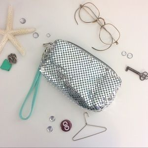 Lorac Handbags - 💎New Item💎 Mint & Silver Wristlet