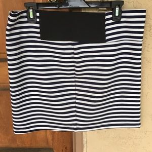 Dresses & Skirts - 🆕 🇺🇸💥 Striped Mini Skirt