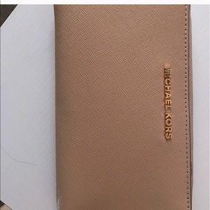 3388cabdc4074 ... Michael Kors Oyster wallet Pink otterbox defender case IPhone ...