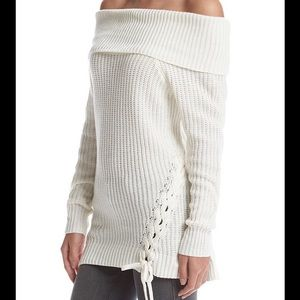 Jessica Simpson Sweaters - NEW ARRIVAL👍🏻 Jessica Simpson off the shoulder!