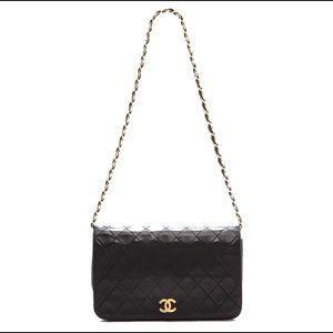 CHANEL Handbags - Classic Chanel flap bag (PLEASE READ DESCRIPTION)