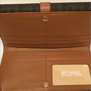 2b8a8f3859a3 Michael Kors Bags - NEW Michael Kors Charlton Flap Continental Wallet