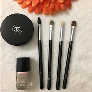 CHANEL Other - ✨🎈Chanel x 4 brushes plus free item! ✨🎈