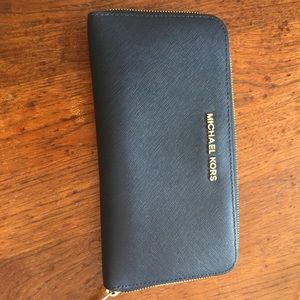 KORS Michael Kors Handbags - Zippy wallet large can be used as clutch