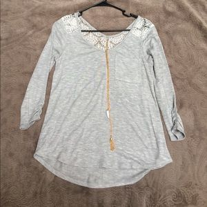 Gray 3/4 sleeve shirt with lace