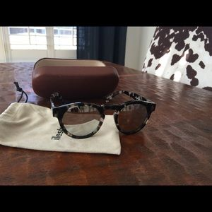 Illesteva Accessories - illesteva leonard mirrored sunglasses