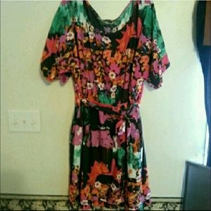 Dresses & Skirts - FLASH SALE Abstract Floral Dress