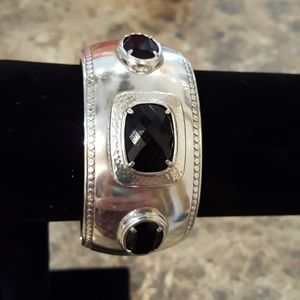 Brighton Jewelry - NWOT - Brighton hinged clasp bangle bracelet