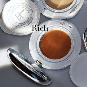 "IT Cosmetics ""Confidence in a Compact""- Rich"