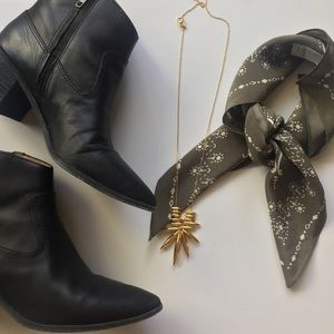 Madewell Shoes - Madewell pointed black ankle boots