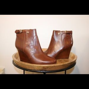 Tory Burch Shoes - NWOT Tory Burch Camel Wedge Booties