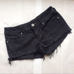 Bullhead Pants - Bullhead Black frayed short shorts