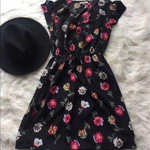 Tucker Dresses & Skirts - Floral mini dress