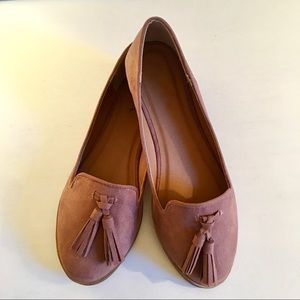 GlamVault Shoes - LAST ONE 5.5❣️Taupe/Blush Suede Flat with Tassels