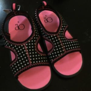 NWT Girls water shoe