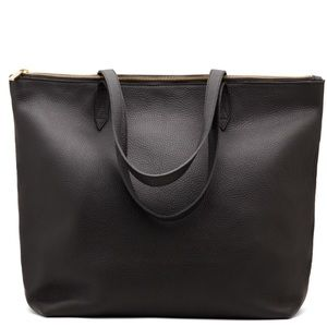Cuyana Handbags - Cuyana classic black leather zippered tote