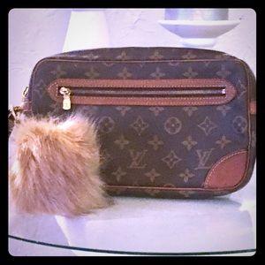 Louis Vuitton Handbags - 💯% Authentic Louis Vuitton Clutch Marley