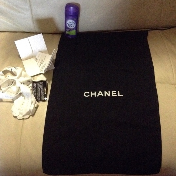 60 chanel accessories authentic chanel flapbag dust
