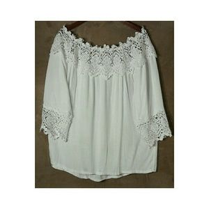 iRE Fashion Tops - 🆕Beautiful blouse with lace.