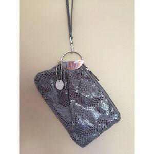 Lulu Handbags - LULU 💥snake skin clutch 💥