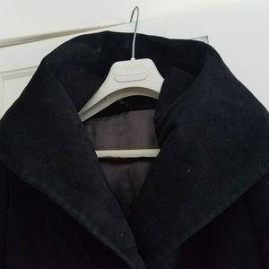 Tonello Jackets & Blazers - Tonello Dramatic collared winter weight coat