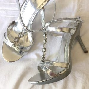 Bakers Shoes - 🎈Silver Strappy Sandals.