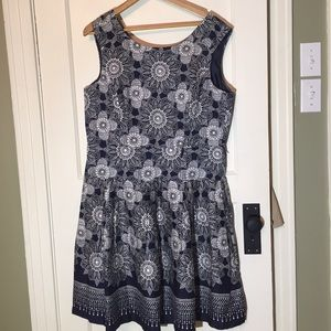 Dresses & Skirts - Navy and white pattern sleeveless dress