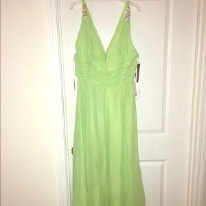 Dresses & Skirts - Stunning mint green ball gown bridesmaid dress NWT