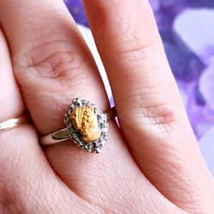Vintage Jewelry - Vtg tiny cameo ring gold color silver tone