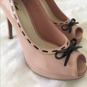 FIONI Clothing Shoes - Fioni Kipsie Stitch Peeptoe Pumps