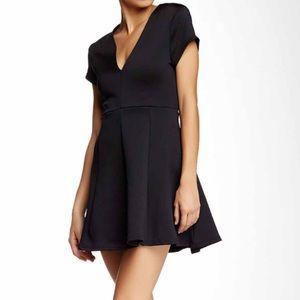 Bardot Dresses & Skirts - NWT Bardot and Jarlo Black Dress (size 8)